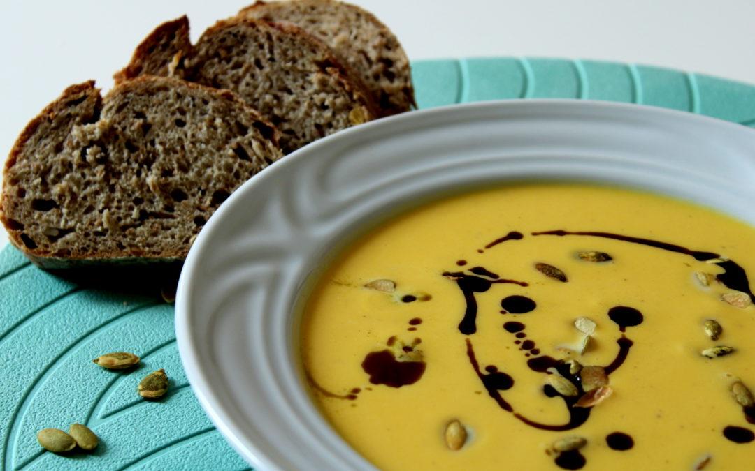 Krémová Hokkaido polievka s tekvicovým olejom
